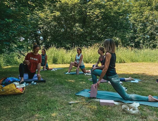 605x465 cours de yoga en plein air 1