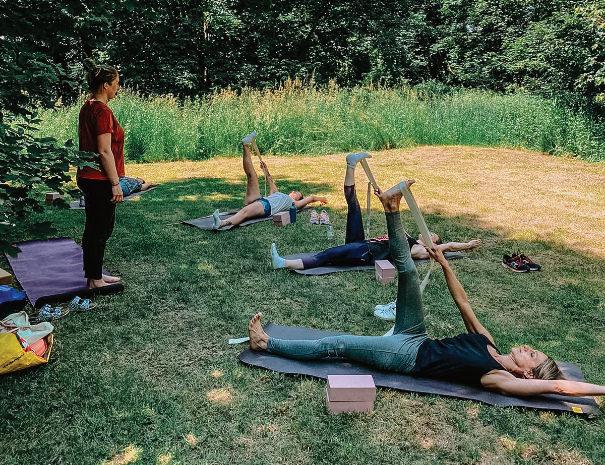 605x465-package-yoga-en-plein-air-yogalab