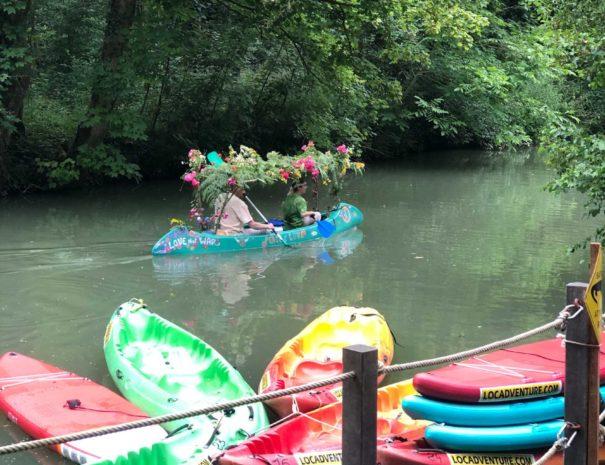 locadventure-moulin-jaune-canoe-fleuris