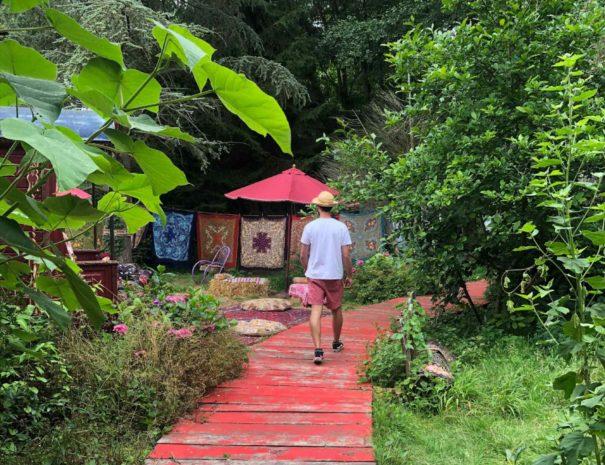 locadventure-moulin-jaune-chemin-rouge