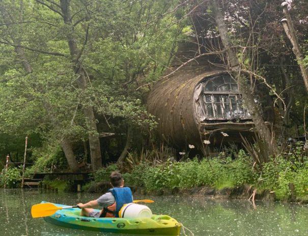 locadventure-moulin-jaune-sur-l-eau-en-canoe