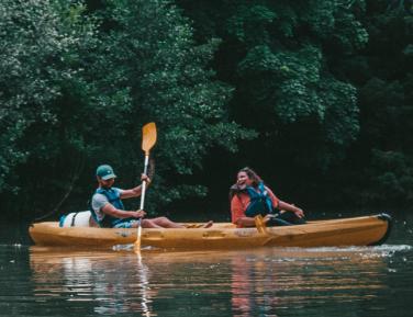 locadventure-location-canoe-kayak-canoe-couple